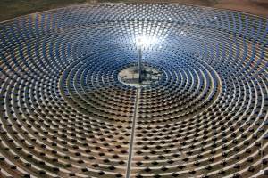 Solar power tower, Spain [image credit: Coyot.es Network]