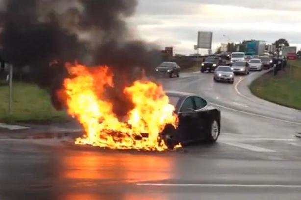 Tesla-Model-S-fire
